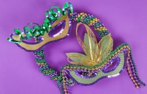 DIY wreath Mardi Gras, Fat Tuesday purple background. Gift idea, decor Mardi Gras. Wreath plastic plates, satin ribbon, green, yellow, purple bead. Step by step. Process children craft. Top view.